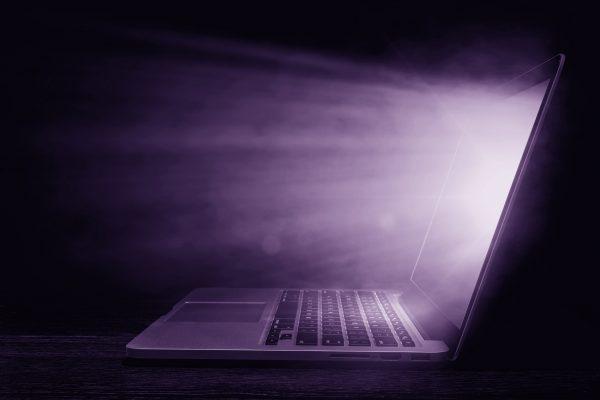 laptop-licht-lila